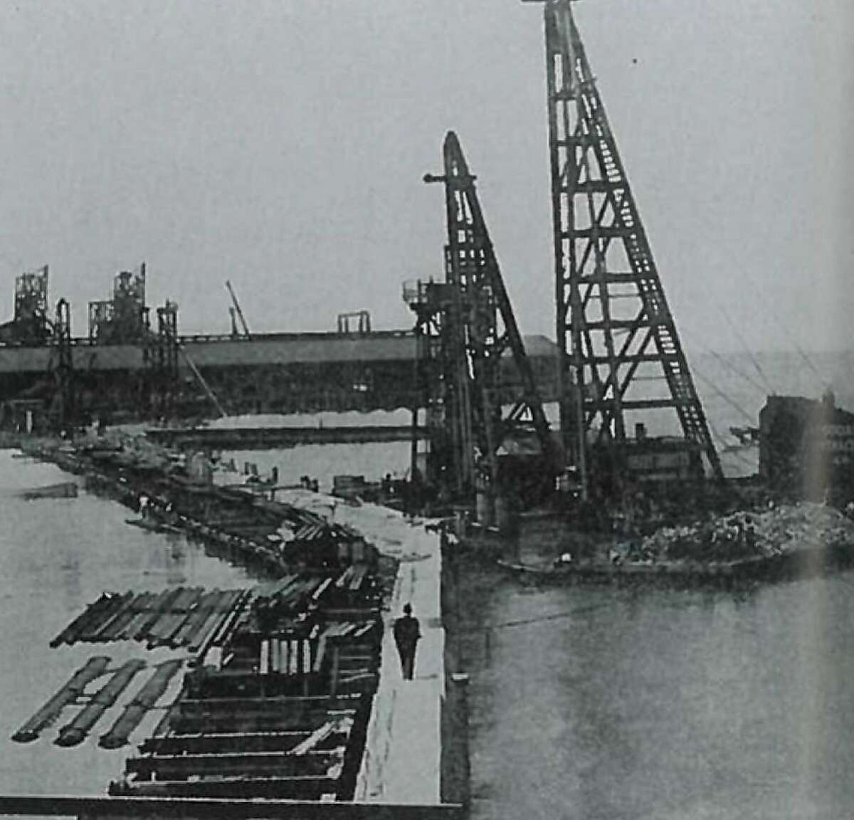 A contemporary photograph showing construction of the Embarcadero seawall. In this image, the water on the right is the bay. The water on the left is a shallow remnant of the bay that later was filled in with sand and soil � in other words, part of today�s San Francisco. (Courtesy Port of San Francisco)
