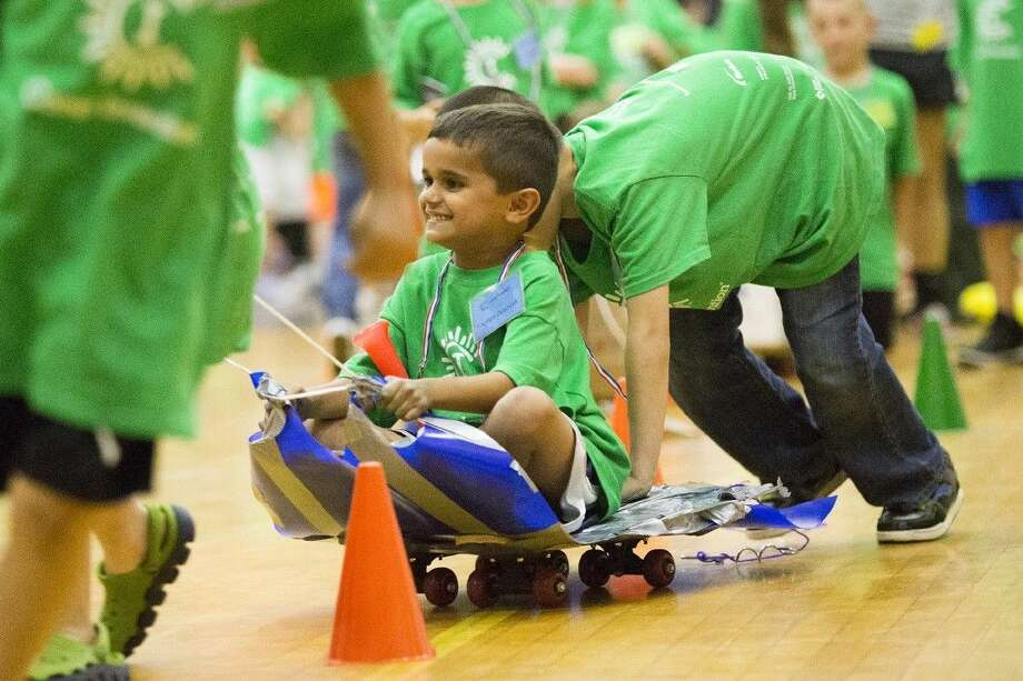 A team maneuvers through a cone slalom during the final exercise at Camp Invention on June 19, 2015, at Huffman Intermediate. Photo: ANDREW BUCKLEY