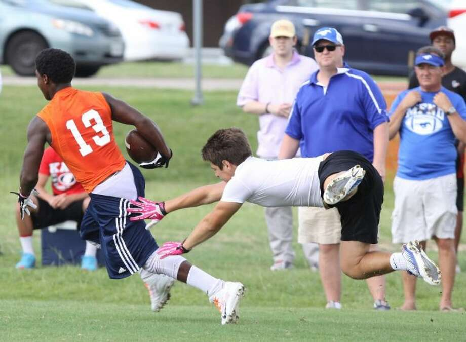 The Seven Lakes 7-on-7 football team qualified for its first state tournament in five years this season. Photo: Alan Warren
