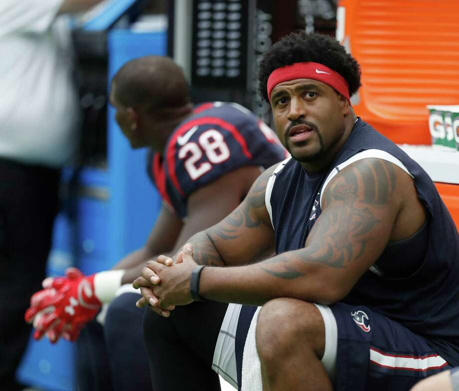 Houston Texans tackle Duane Brown (76) on the sidelines during the third quarter of an NFL football game at NRG Stadium, Sunday, Oct. 2, 2016 in Houston. Photo: Karen Warren, Houston Chronicle / 2016 Houston Chronicle