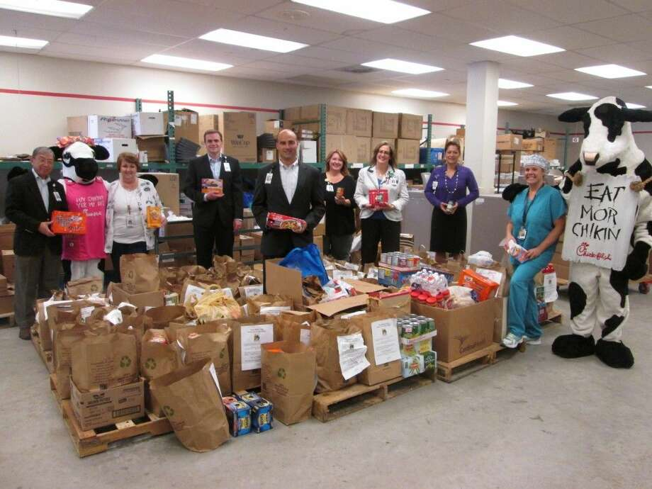 Memorial Hermann Northeast Hospital Employees Donate 6 000 Pounds Of Food To Haam Houston