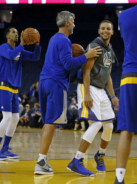 Golden State Warriors' Stephen Curry jokes with assistant coach Bruce Fraser before playing Los Angeles Clippers during NBA Preseason game at Oracle Arena in Oakland, Calif., on Tuesday, October 4, 2016. Photo: Scott Strazzante, The Chronicle
