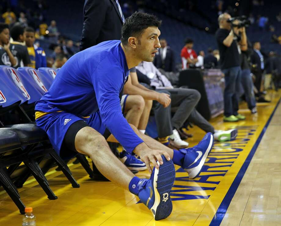 Golden State Warriors' Zaza Pachulia stretches before playing Los Angeles Clippers during NBA Preseason game at Oracle Arena in Oakland, Calif., on Tuesday, October 4, 2016. Photo: Scott Strazzante, The Chronicle