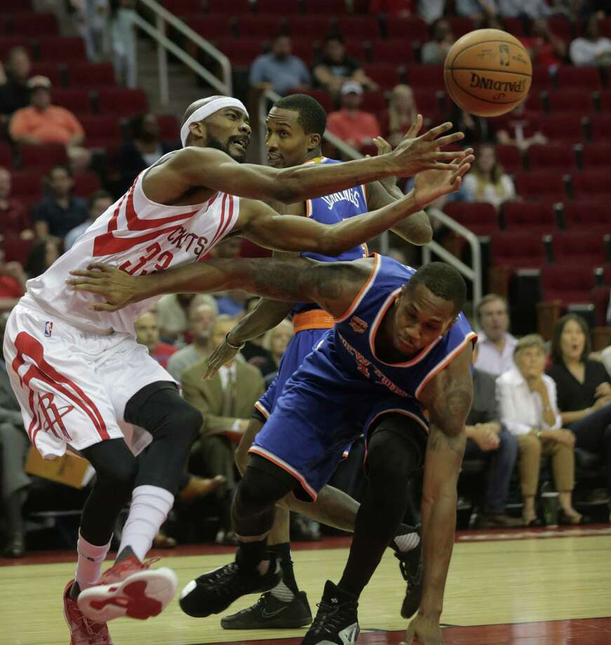 Houston Rockets forward Corey Brewer (33) tries to keep control the of the ball over New York Knicks forward Lance Thomas (42) in the first half of game action at the Toyota Center on Tuesday, Oct. 4, 2016, in Houston. Photo: Elizabeth Conley, Houston Chronicle / © 2016 Houston Chronicle