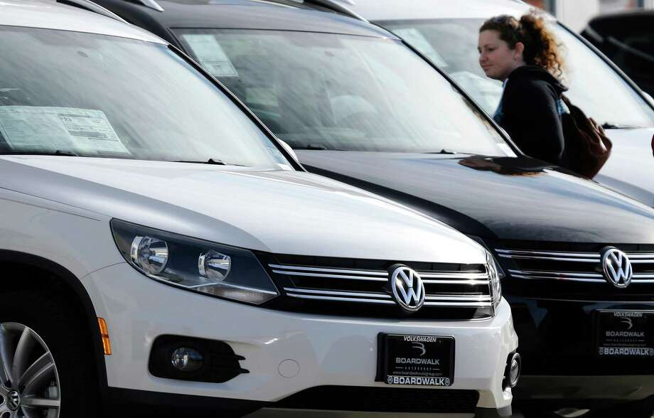 Houston-area new vehicle sales fell yet again in September, dashing hopes that the months-long slump was beginning to lift. Photo: LM Otero, STF / AP2013
