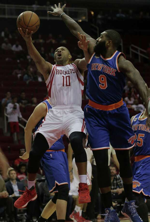 Rockets guard Eric Gordon tries to fend off the Knicks' Kyle O'Quinn while driving in the first half Tuesday night at Toyota Center. Photo: Elizabeth Conley, Staff / © 2016 Houston Chronicle