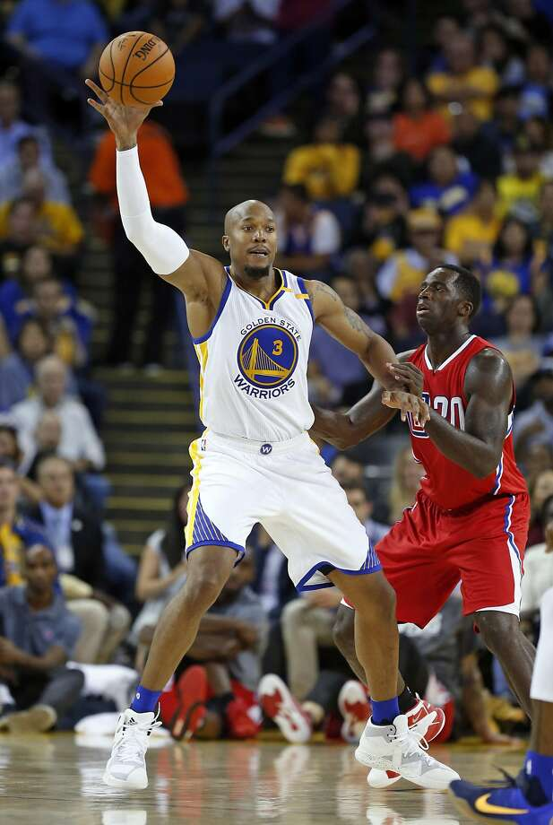 Golden State Warriors' David West catches pass against Los Angeles Clippers' Brandon Bass in 3rd quarter during NBA Preseason game at Oracle Arena in Oakland, Calif., on Tuesday, October 4, 2016. Photo: Scott Strazzante, The Chronicle