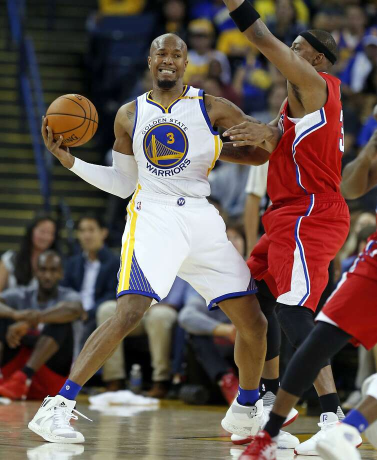 Golden State Warriors' David West battles Los Angeles Clippers' Paul Pierce in 3rd quarter during NBA Preseason game at Oracle Arena in Oakland, Calif., on Tuesday, October 4, 2016. Photo: Scott Strazzante, The Chronicle