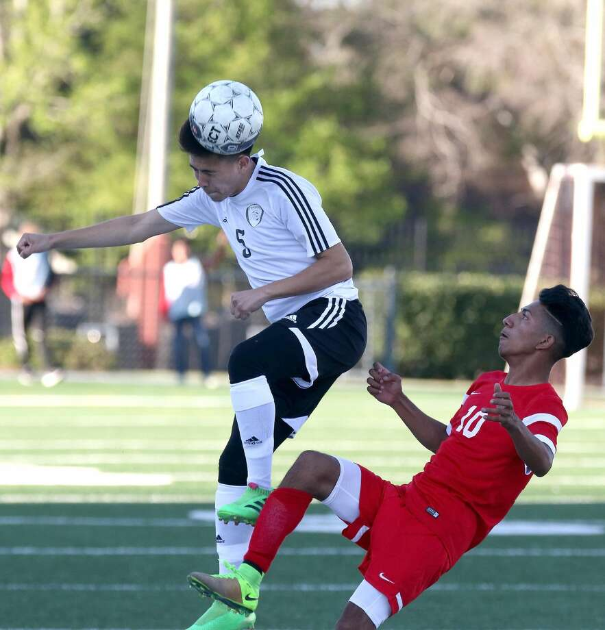 A Pasadena player uses his head to stop the ball against North Shore Thursday. Photo: Kar B Hlava