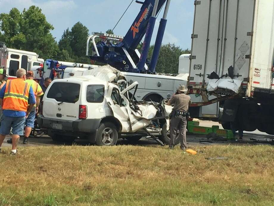An accident in the southbound lanes of US 59 on Wednesday, July 22, has claimed the life of the female driver of a Nissan Xterra. Photo: Mike Doyle