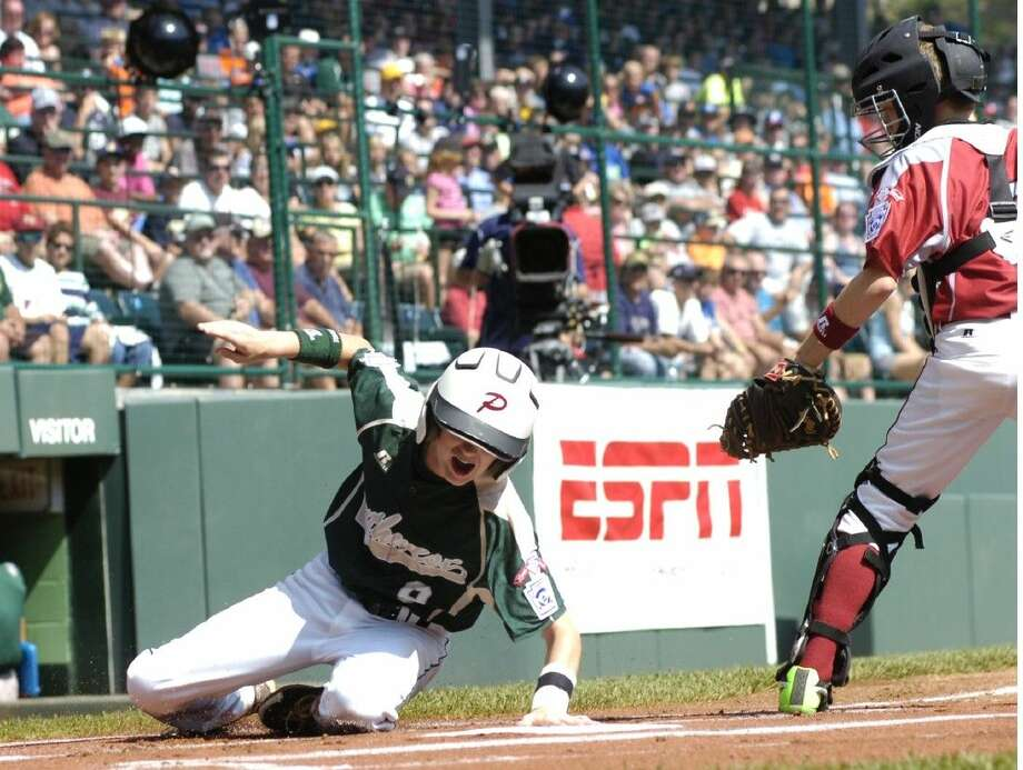 McKane Groover of Pearland East beats the tag from Washington catcher Robley Corsi, III on a double steal in the first inning. Photo: MARK NANCE