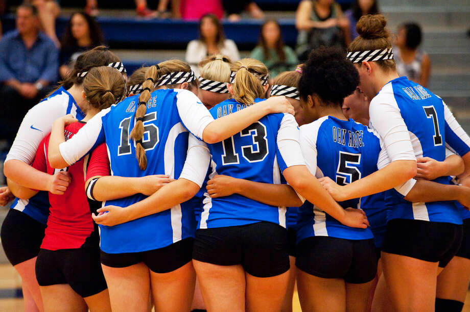 Oak Ridge volleyball players huddle during a match against Tomball Memorial on Tuesday night. Photo: Staff Photo By Tony Gaines