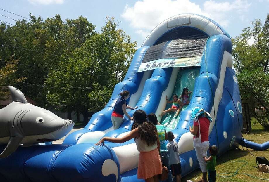 Summer reading program participants at the Austin Memorial Library enjoyed a day of snow cones and water slides on July 22. Photo: Stephanie Buckner
