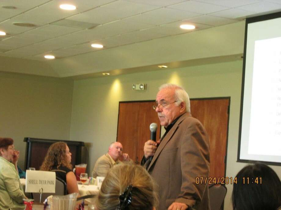 Frank Mulcahy discusses the issue of Workforce Bullying at the Chamber of Commerce Luncheon at the Republic Grill at the Battleground Golf Course.