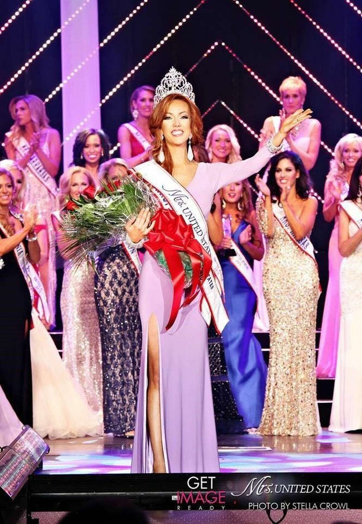 Katie Garza of Pearland is crowned Mrs. United States 2015.