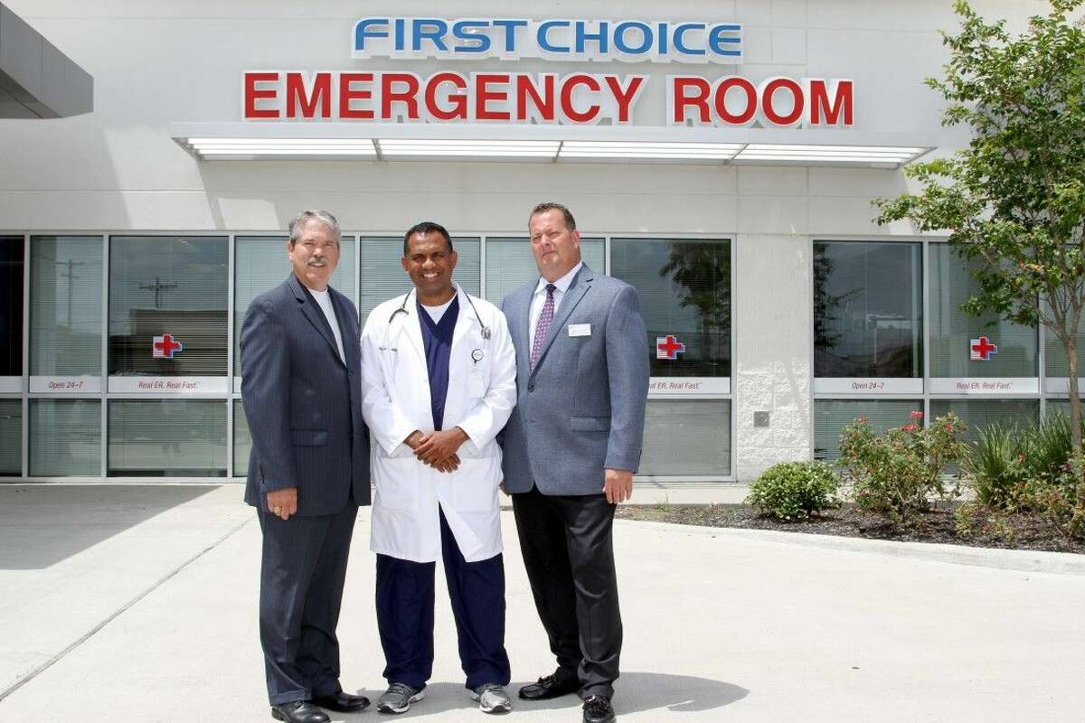 Texas State Senator, Larry Taylor (District 11), visits First Choice Emergency Room in Alvin to meet Dr. Suchmor Thomas, Alvin's Facility Medical Director and Dr. James Muzzarelli, Executive Medical Director, to learn more about the convenient access to emergency care First Choice Emergency Room provides the local community. FCERalvinSENATOR012 (L-R): Texas State Senator Larry Taylor; Dr. Suchmor Thomas, Facility Medical Director of First Choice Emergency Room's Alvin facility; Dr. James Muzzarelli, Executive Medical Director of First Choice Emergency Room