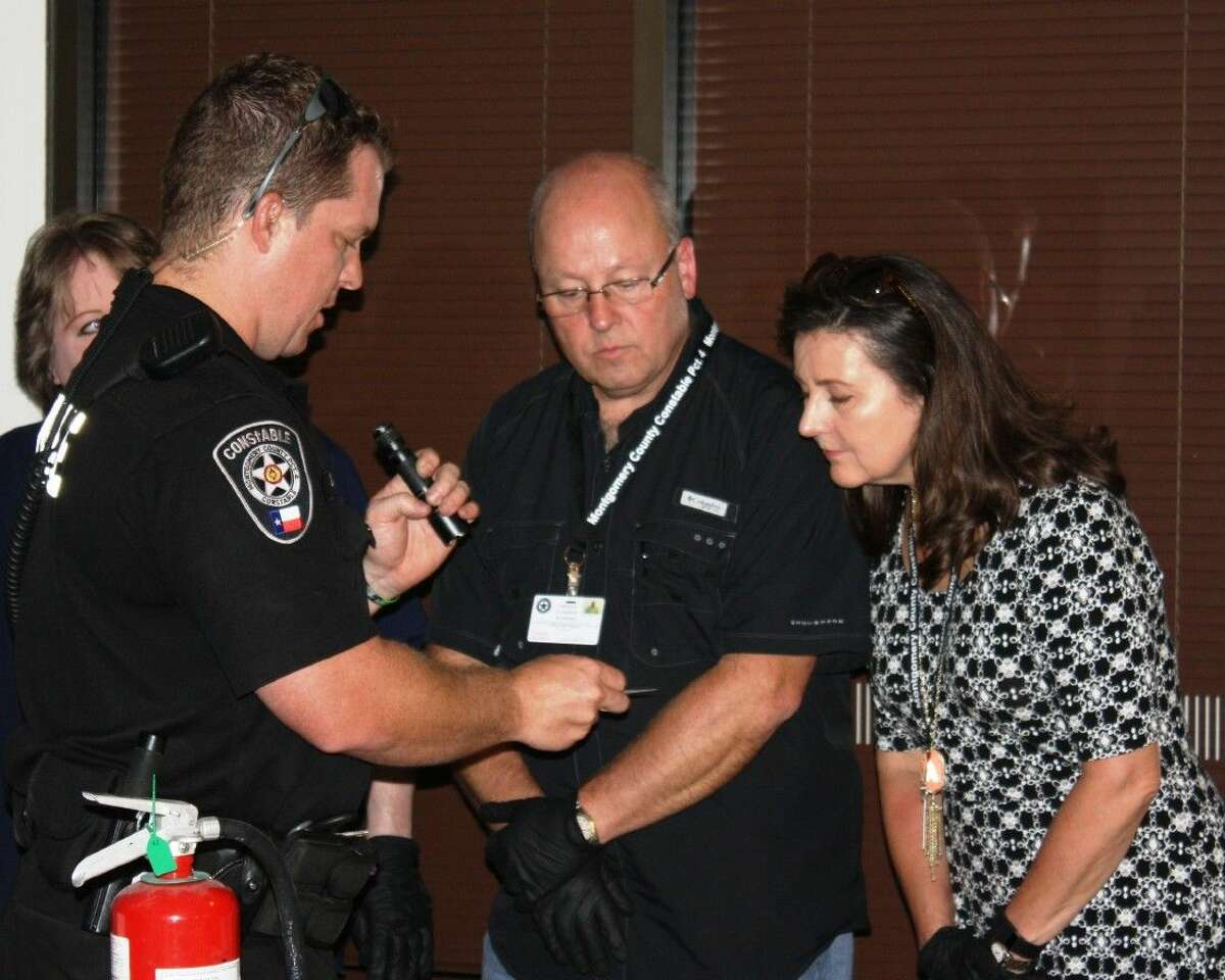 Deputy Jim Slack of the Montgomery County Pct. 4 Constable's Office demonstrates how to locate fingerprints for participants of the Citizen Constable Academy.