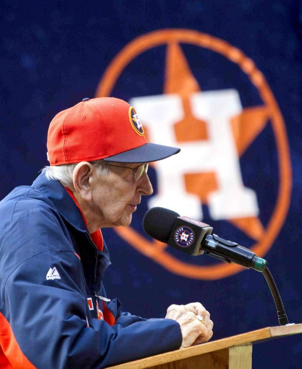 Hall of Fame broadcaster Milo Hamilton speaks to a crowd during an Opening Day game against the Cleveland Indians on April 6, 2015.