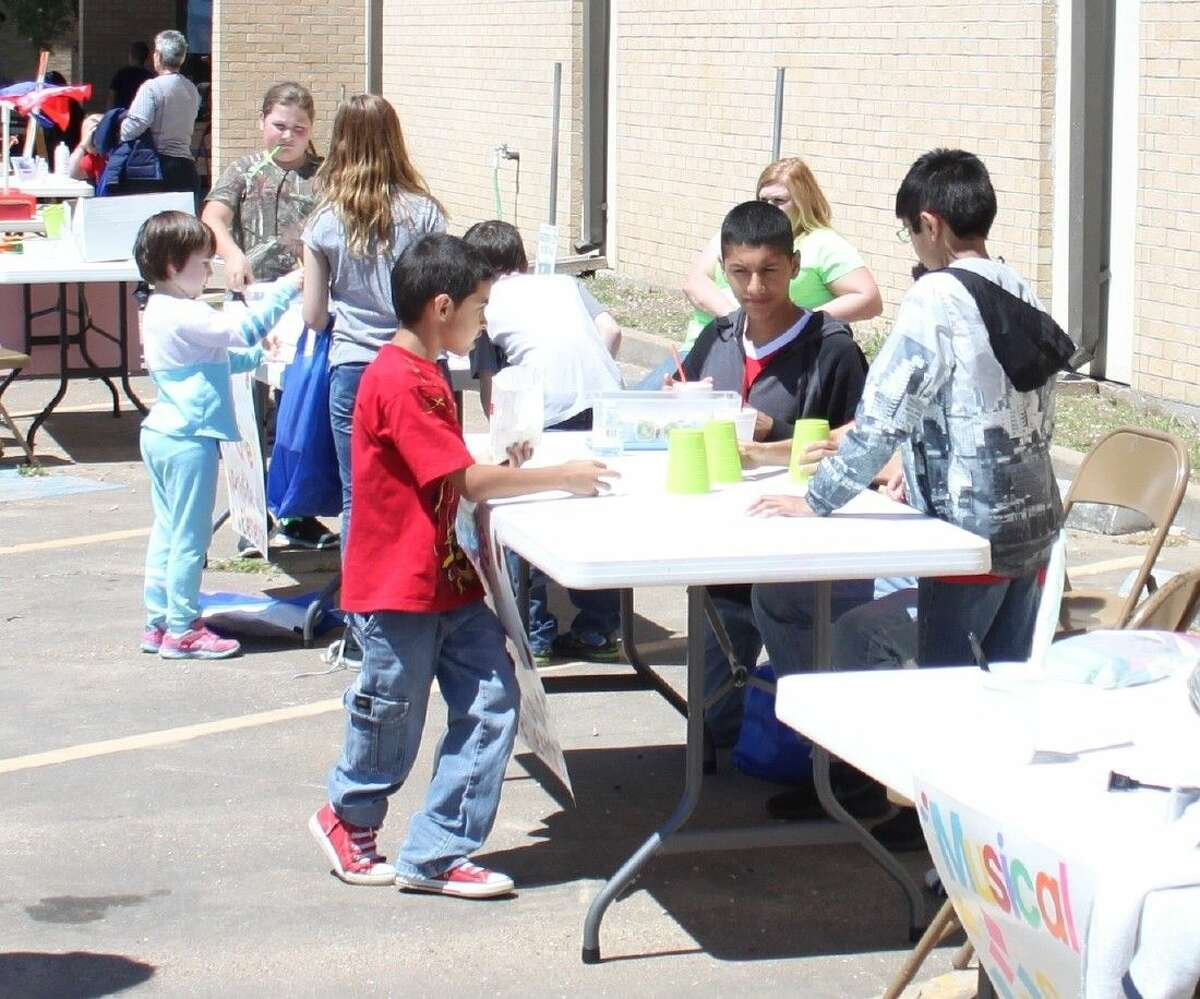 Young children enjoy a variety of games at the Cleveland Community Literacy Event.