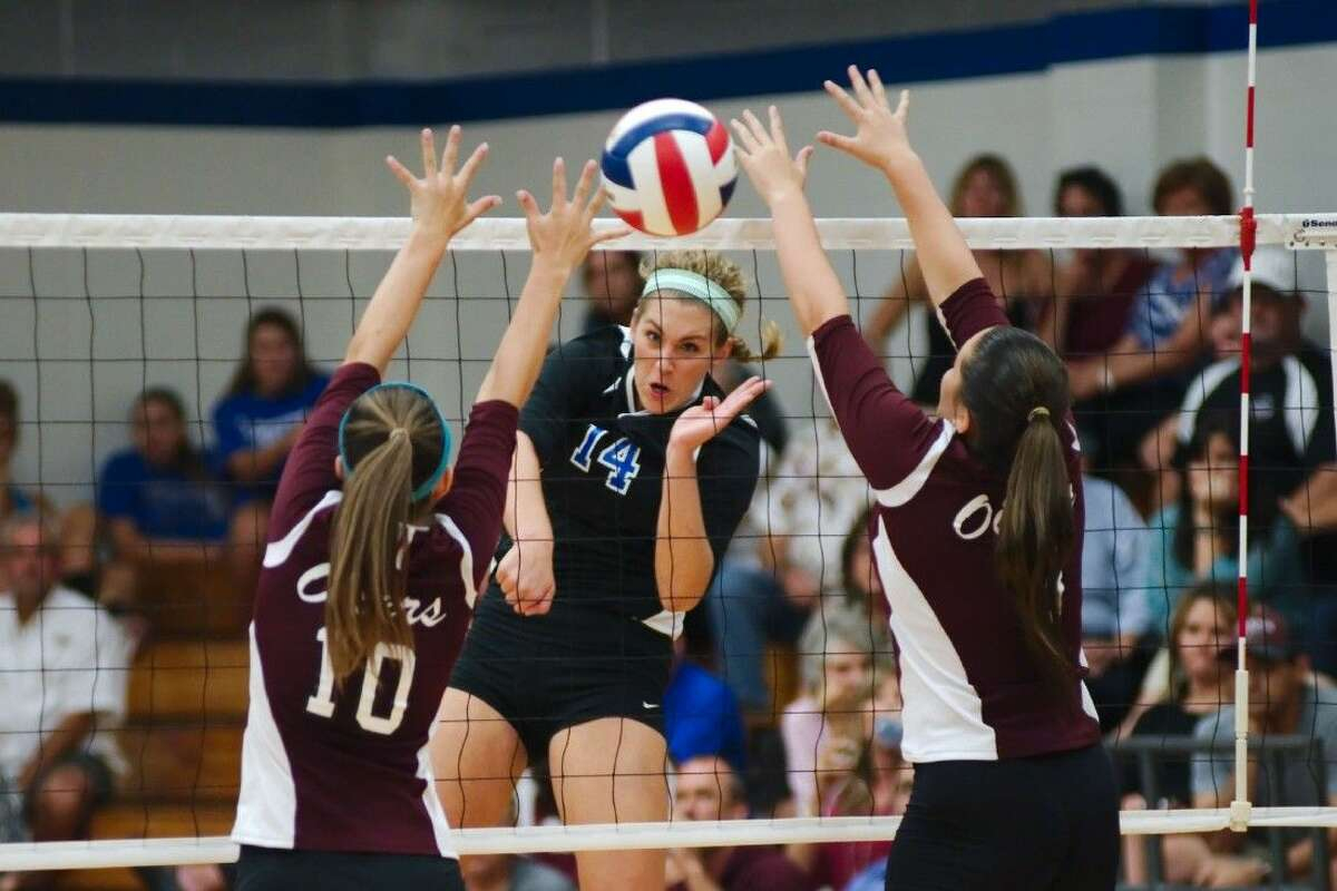 Friendswood's Sarah Redding (14) fires a kill shot past Pearland's Riley Murdock (10) and Pearland's Hannah Ofczarzak (3) Tuesday.