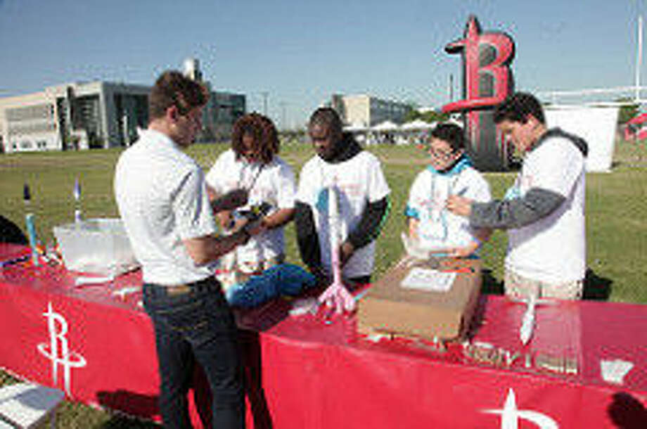 Hundreds of Houston Area Middle Schools gathered to launch their rockets at HCC Northeast Campus. It was a culmination of the four-week Rockets Science program, a partnershipbetween HCC, Space Center Houston and the Houston Rockets