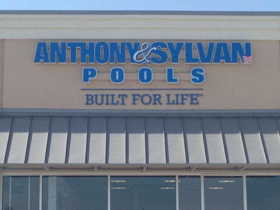Anthony & Sylvan Pools officially opened its sixth Texas location this past Saturday, August 8. Customers brought their own plans and designs to discuss with Anthony & Sylvan consultants.