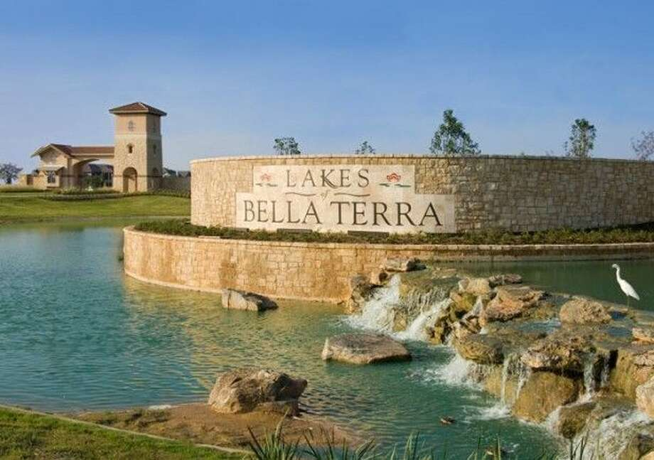 Ryko has earned a reputation as a premier developer in Houston and has built more than 1,500 homes in the 725-acre community of Lakes of Bella Terra—located on the southwest corner of Westpark Tollway and the Grand Parkway. The community boasts resort style amenities and a new section of lake front custom homes.