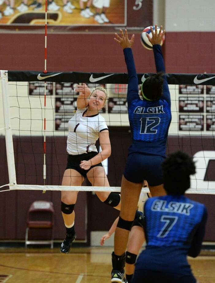 Shea Madeley and Cinco Ranch finished 7-1 at the Nike Volleyball Classic, placing third of 40 teams. View this and additional photos at HCNPics.com. Photo: Craig Moseley