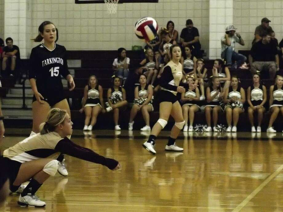 Kristyn McKay makes a low dig for the LadyHorns Tuesday, Aug. 18, 2015, against Barbers Hill. Photo: Casey Stinnett