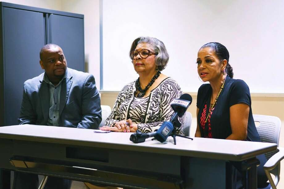 Lawayne Salter (Texas Health & Human Services), State Rep. Senfronia Thompson and Kathryn Grinan (Org Road to Freedom) speaks on the panel addressing ex-drug offenders qualifying for food stamp benefits. Photo: Tony Gaines