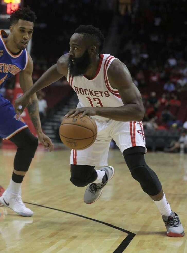 James Harden brilló en el triunfo de pretemporada de los Rockets sobre los Knicks en Houston. (Chronicle)