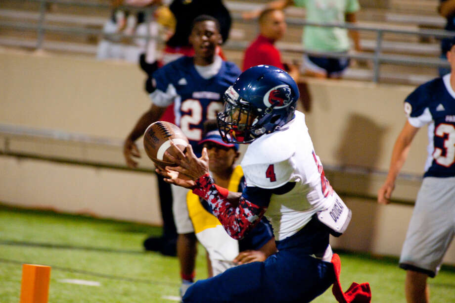 O'Shae Clark catches a touchdown pass in Cy Springs' 21-17 win over Cy Ridge on Thursday at Pridgeon Stadium. Photo: Tony Gaines/HCN
