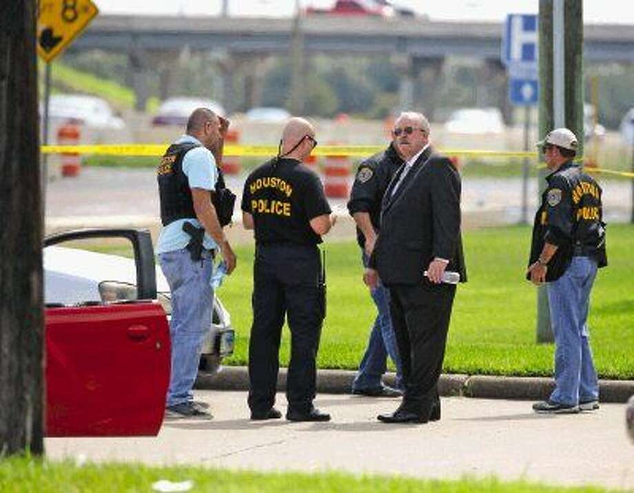 Houston Police officers and detectives investigate an officer involved shooting where one officer was shot and the suspect was killed near Baybrook Mall. Photo: Kar B Hlava