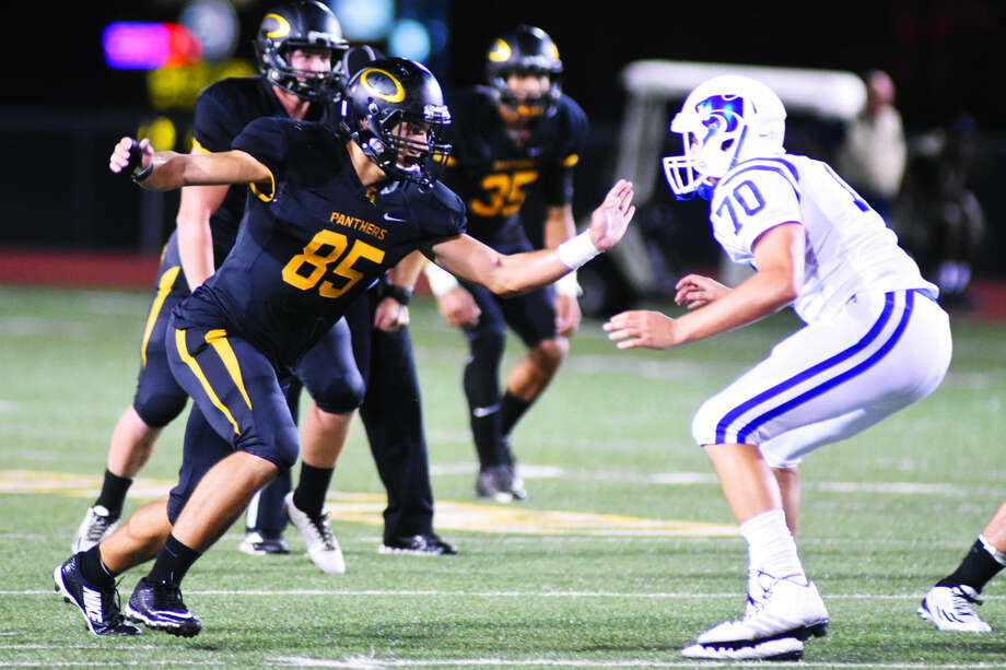 Klein Oak's Noah Clark (No.85) forced two fumbles, including one during a sack. Photo: Tony Gaines