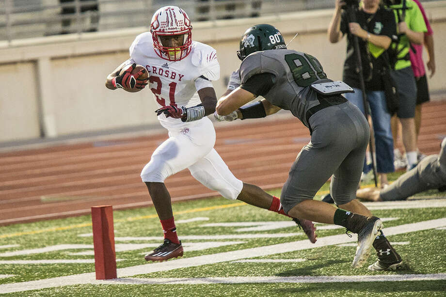 Cougars running back Craig Williams rushes for a touchdown during Crosby's matchup against Kingwood on Oct. 2, 2014, at Turner Stadium. Photo: ANDREW BUCKLEY