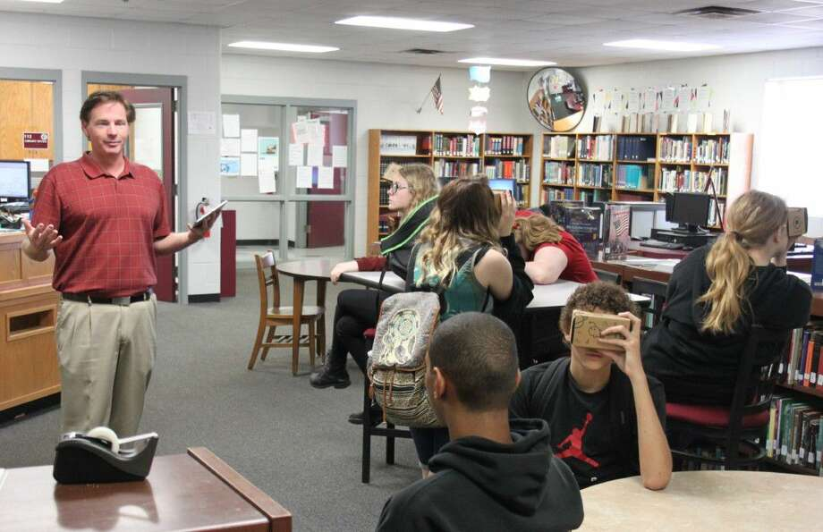 Coldspring-Oakhurst High School art teacher Richard Carnley (left) gives his students a virtual tour of an art museum using the Google Expeditions technology on May 11. Photo: Jacob McAdams