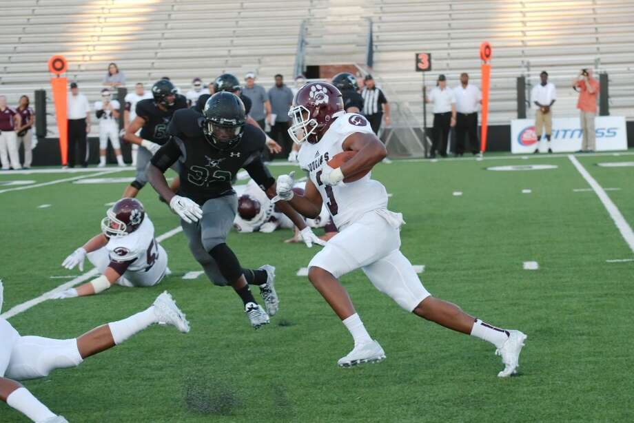 Kempner's Colby Usher-Bryant (3) caught the game-winning touchdown pass from Alec Carr in the Cougars' 31-25 overtime victory against Clements. Kempner improved to 3-0. Photo: Kirk Sides
