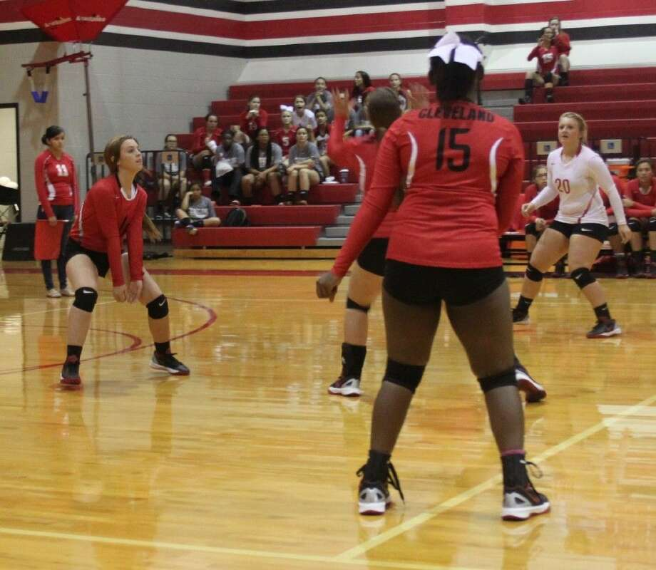 Kelsie Billingsley (1) prepares to make a dig for the Lady Indians while her teammates move into position. Photo: Jacob McAdams