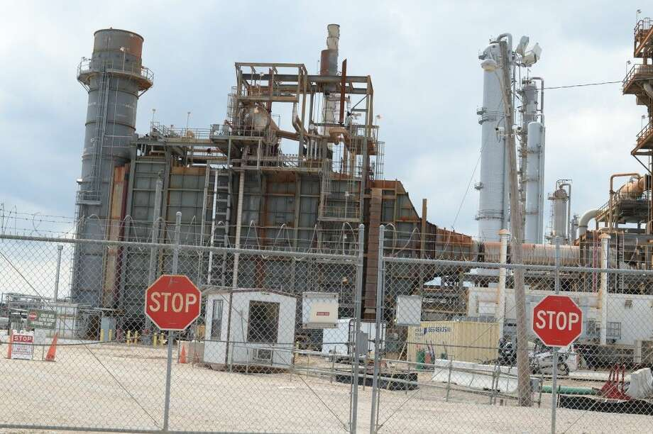 Emergency crews from multiple agencies as well as Hazmat were on scene for a controlled shut down of the Flint Hills Resources Houston plant at 9822 La Porte Freeway in Pasadena after a propylene leak.