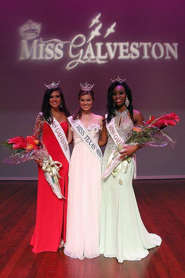 2015 Miss Galveston Jacqueline Davis (left) and 2015 Miss Galveston's Outstanding Teen Olivia Mallard (right) with the reigning Miss Texas' Outstanding Teen Kassidy Brown Photo: Photo By Tony Aria Photography