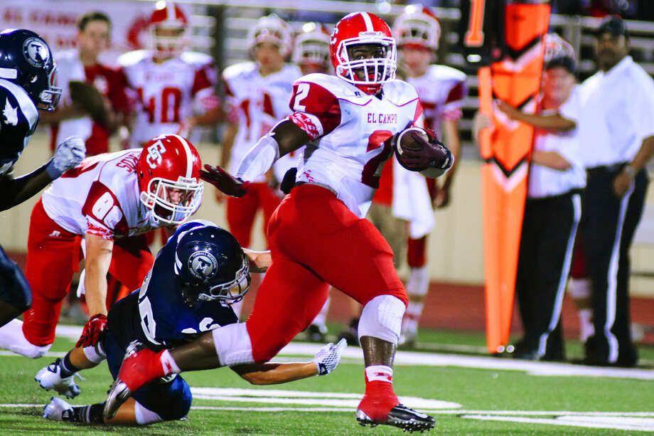 El Campo's Kevin Dove (No.2) powered his way to 170 yards and two touchdowns on 17 carries in the Ricebirds 38-8 victory against Tomball Memorial. Photo: Staff Photo By Tony Gaines