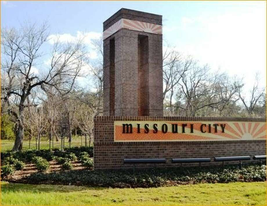 The city marker at the northern entrance to Missouri City, at U.S. Highway 90A and Texas Parkway.