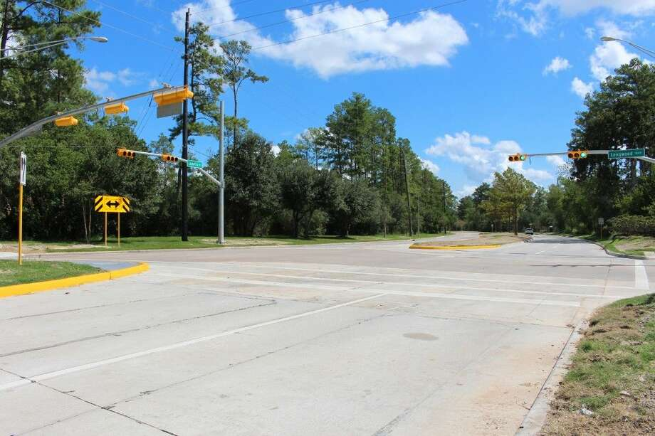 A new traffic signal recently installed on Louetta Road at Longwood Trace Drive in Cypress. Photo: Submitted Photo