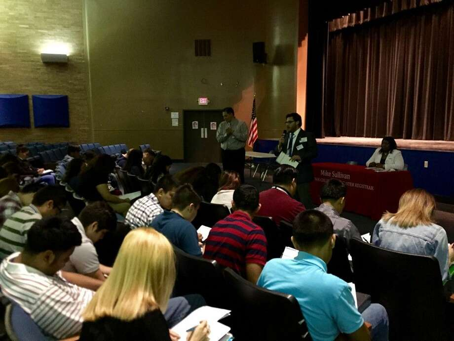 sullivan teaming with high schools to register voters