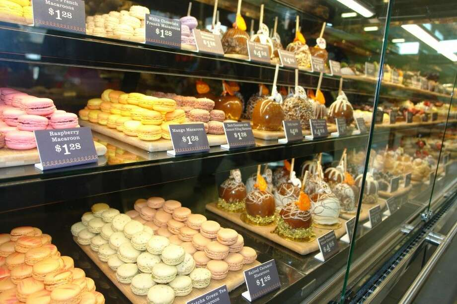 The bakery section of the new H-E-B Grant Market is fully stocked with a wide range of pastries, cakes and cookies. Photo: Roy N. Kent
