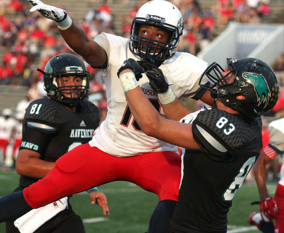 Dawson's Carl Isaac (19) tries to pick off a pass intended for Pasadena Memorial. Photo: Kar B Hlava