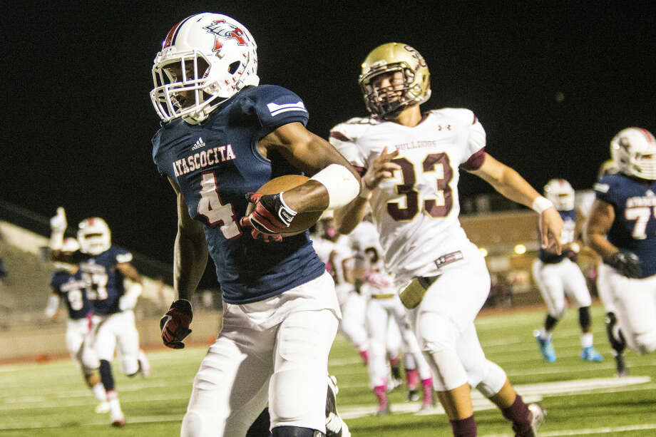 Eagles running back Dominique Harrison breaks through the defense for a touchdown during Atascocita's matchup against Summer Creek on Oct. 17, 2014, at Turner Stadium. Photo: ANDREW BUCKLEY