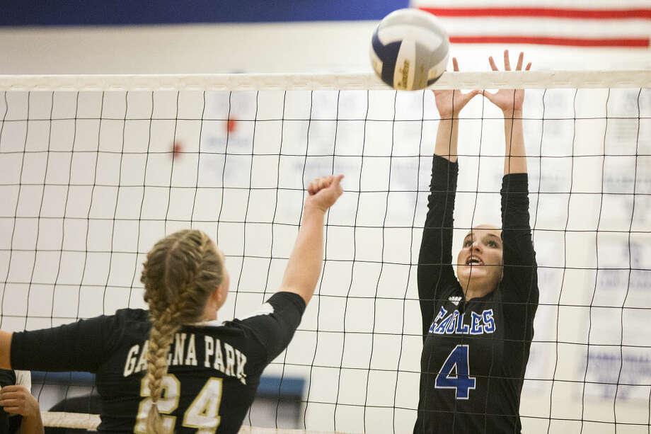 New Caney's Regan Bradshaw (4) attempts to block a tip during New Caney's 3-2 loss to Galena Park on Sep 8, 2015, at New Caney High School. Photo: ANDREW BUCKLEY