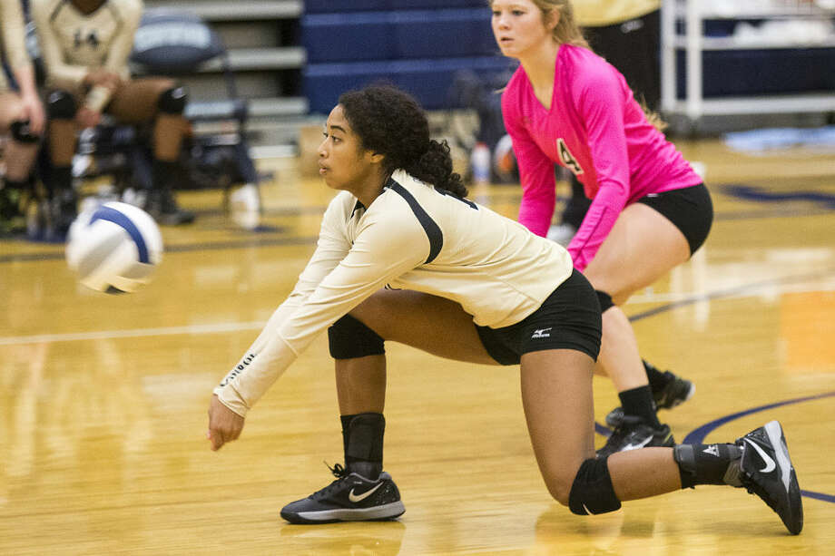 Conroe's Jazzmin Kim (10) lunges for a dig during the Tigerettes' 2-0 loss to Cy Falls in the Kingwood Varsity Volleyball Tournament on Aug. 27, 2015, at Kingwood High School. Photo: ANDREW BUCKLEY