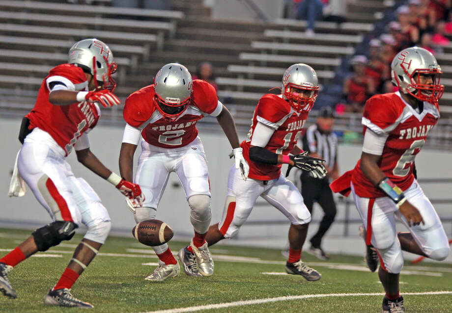 South Houston had some trouble controlling the ball against Manvel. Photo: Kar B Hlava